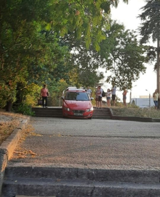 ForPost - Новости: Лестница-ловушка в Севастополе поймала очередную жертву