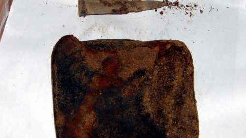 Найдено на месте гибели шестерых защитников Севастополя - портмоне и патрон