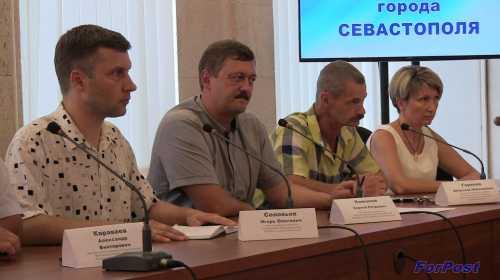 Слева направо: И. Соловьев, С. Кажанов, В. Горелов, Т. Щербакова
