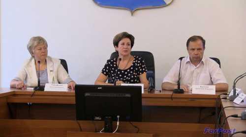 слева направо: О. Тимофеева, Е. Алтабаева, А. Кулагин