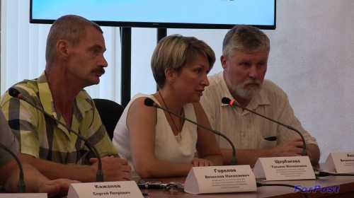 слева направо: В. Горелов, Т. Щербакова, В. Аксёнов