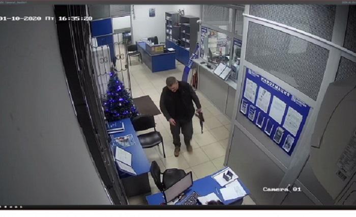 В Крыму мужчина с автоматом пытался ограбить банк