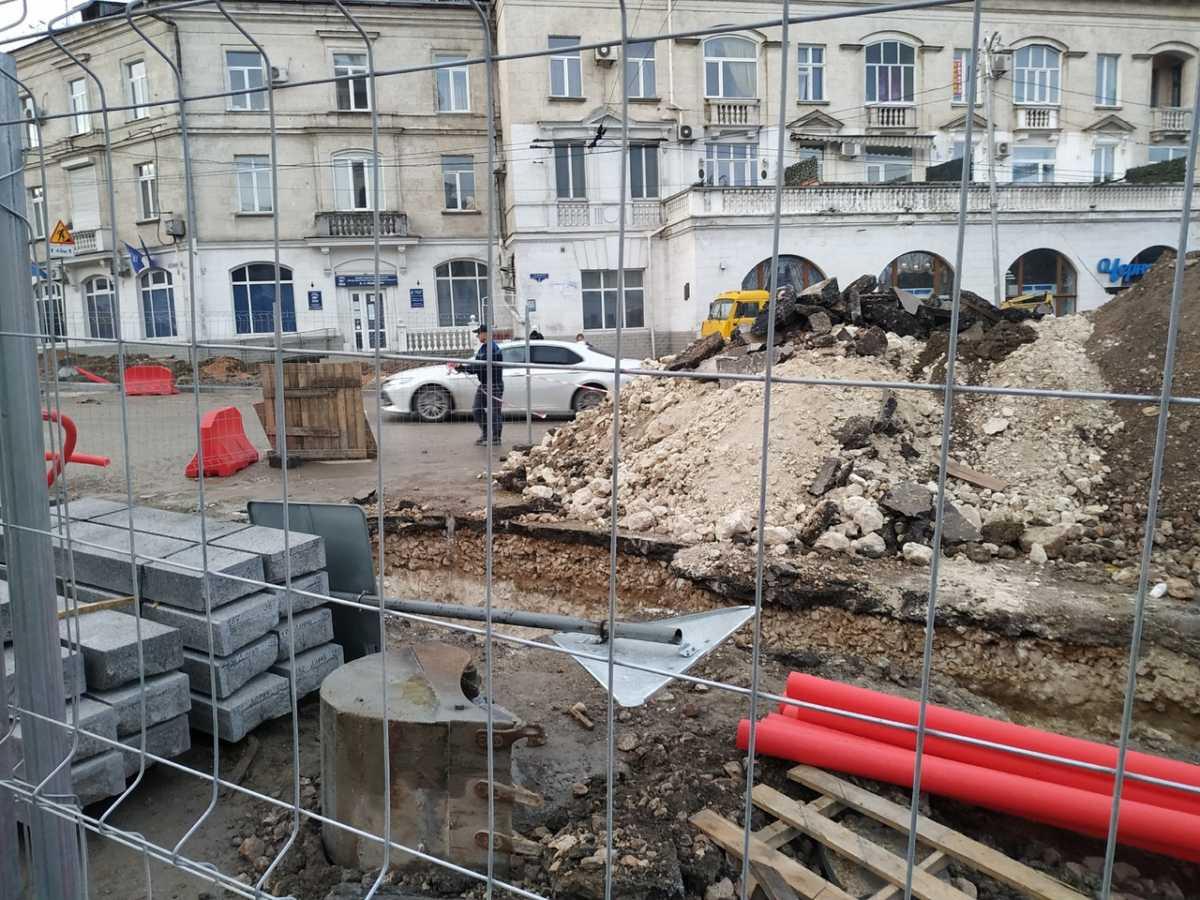 Подземный тоннель нашли рабочие в центре Севастополя