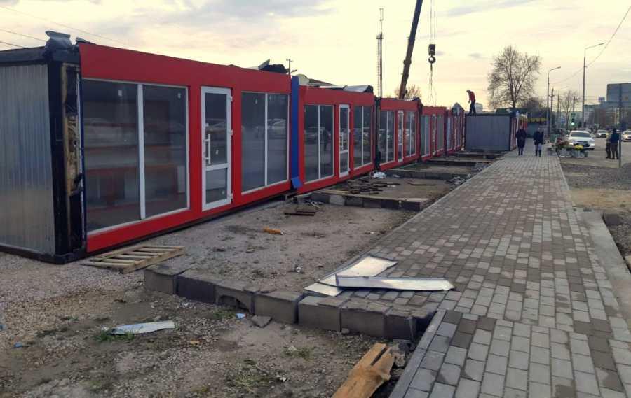 Власти Севастополя проверят автостоянку на право торговать чем угодно
