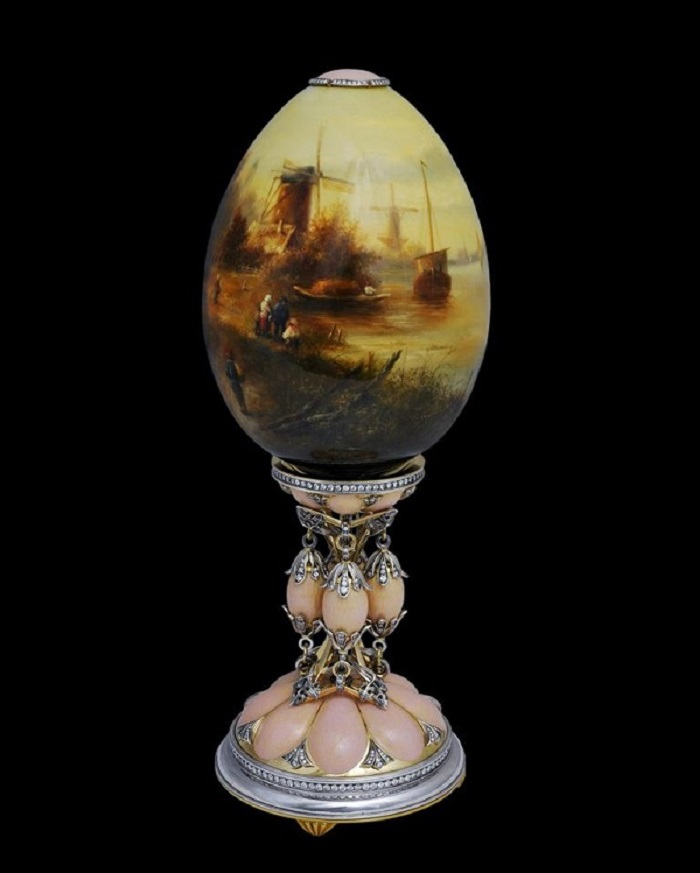 Крымский Фаберже нанес на яйца картины Айвазовского