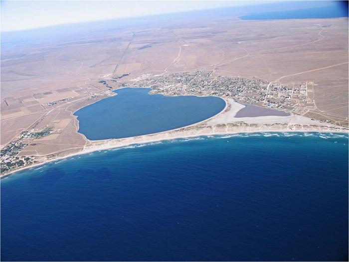 Песчаные пляжи между Караджинской бухтой и озером Лиман
