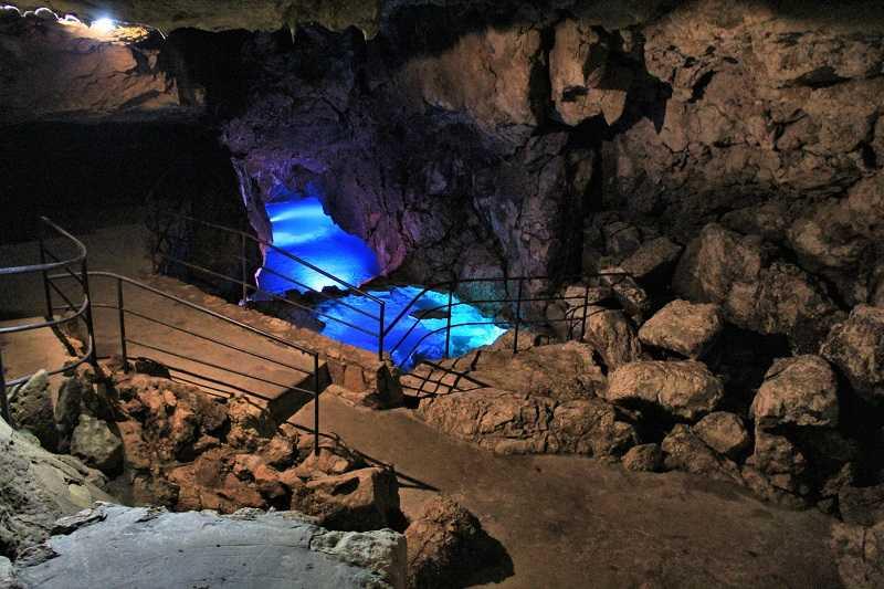 Фото Наталии Назарук. Теперь ходить в пещеры можно с комфортом.