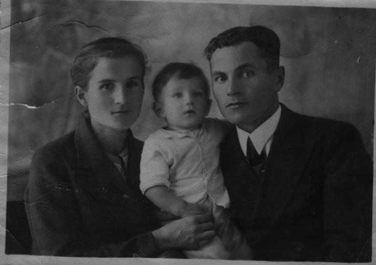 Алексей Федоров с родителями
