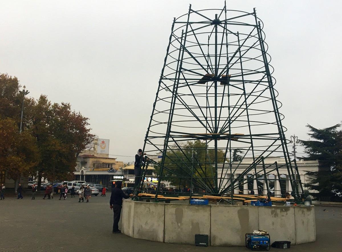 В Севастополе установят новую 20-метровую новогоднюю елку