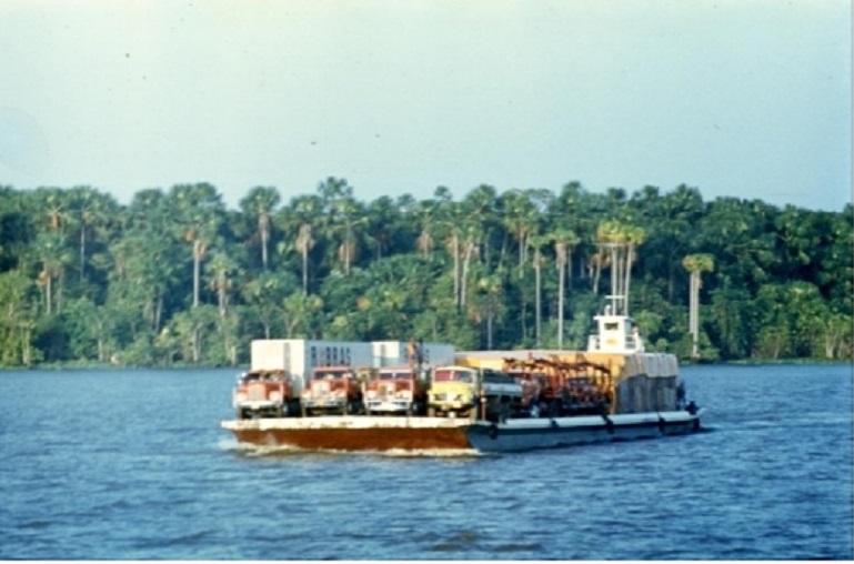 А вот с этим встречным паромом с грузовиками океанологи разминулись без проблем
