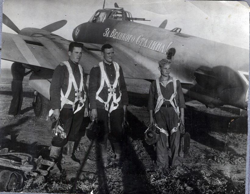 Николай Горячкин (слева) с сослуживцами