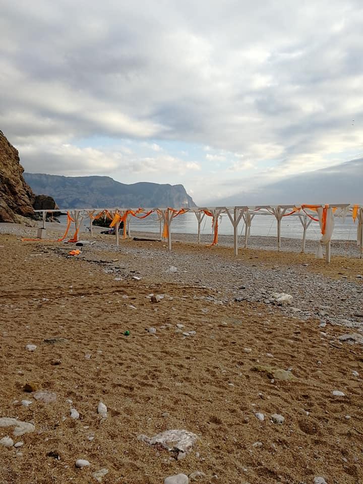 Севастопольцев возмутили зимние пляжи в Балаклаве и Омеге